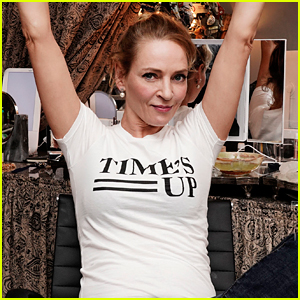 Uma Thurman Supports Time's Up While Backstage on Broadway
