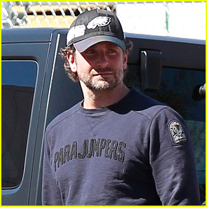 Bradley Cooper Kicks His Day Off at the Gym