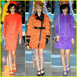 Kaia Gerber, Gigi, & Bella Hadid Go Old School Glam for Moschino Fashion Show!