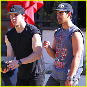 Nick & Joe Jonas Flaunt Buff Biceps Playing Lawn Bowling in Australia!