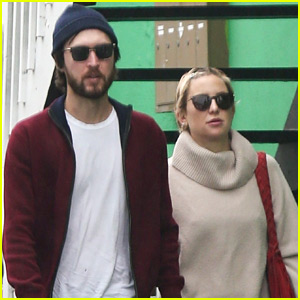 Kate Hudson & Boyfriend Danny Fujikawa Brave the Rain During Afternoon Date!
