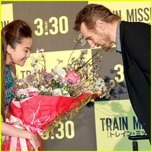 Liam Neeson Presented with Flowers at 'The Commuter' Japan Premiere