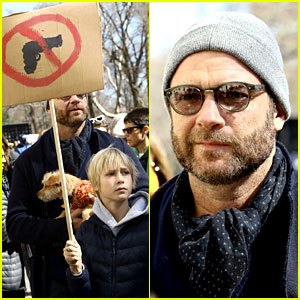 Liev Schreiber & His Kids March Together at NYC's March For Our Lives