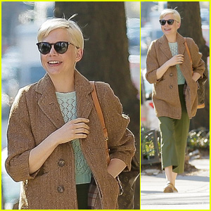 Michelle Williams Is All Smiles on a Stroll Through New York City!