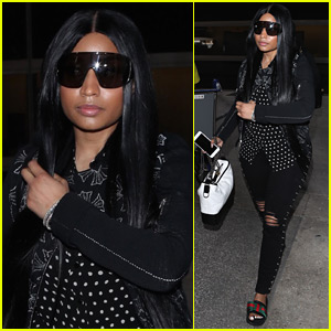299c6780be6e25 Nicki Minaj makes her way through LAX Airport with her team on Tuesday  afternoon (April 3) in Los Angeles.