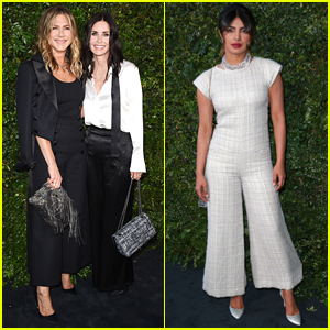 Jennifer Aniston & Courteney Cox Buddy Up at Chanel Dinner!
