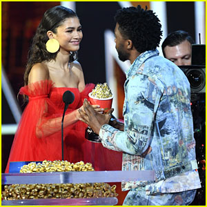 Zendaya Presents Chadwick Boseman With Best Performance in a Movie at MTV Movie & TV Awards 2018!