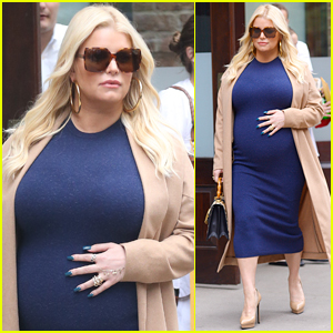 Jessica Simpson Shows Off Her Pregnancy Style in NYC!