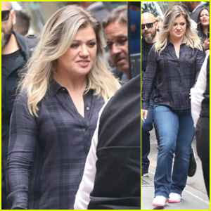 Kelly Clarkson Makes an Appearance on 'The View'!