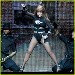 Paula Abdul Falls Off Stage During Concert in Mississippi
