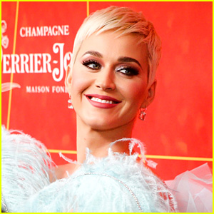 Katy Perry: 'Cozy Litt... Katy Perry Christmas Song 2018