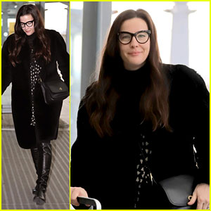 d25d075593 Liv Tyler Travels from London to Maine for Thanksgiving!