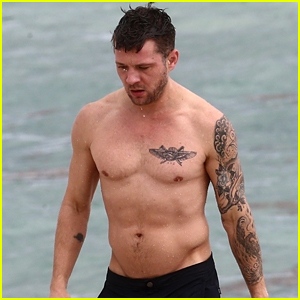 Ryan Phillippe Bares Hot Body While Shirtless in Miami!