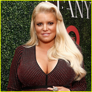 Pregnant Jessica Simpson Gives A Baby Bump Update!