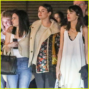 Selena Gomez Keeps Close To Friends During Girls Night