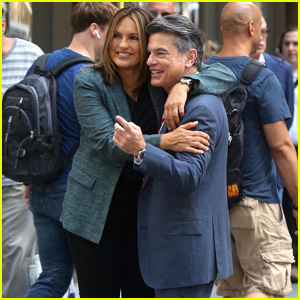 Mariska Hargitay & Peter Gallagher Reunite on the Set of Law & Order: SVU