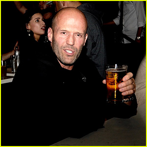 Jason Statham Grabs a Beer With Friends at Rock & Reilly's