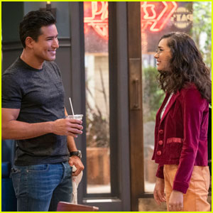 Mario Lopez Teams Up With Netflix For New Series 'The Expanding Universe of Ashley Garcia'