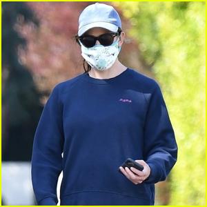 Jennifer Garner Wears Mask & Sunglasses During Afternoon Walk