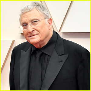 Randy Newman Pens & Performs Quarantine Song Called 'Stay Here' - Listen!