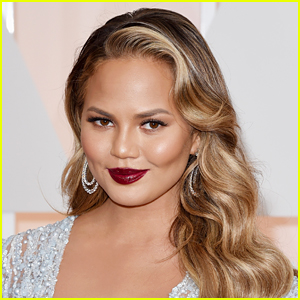 Chrissy Teigen Blocked 1 Million Twitter Users Yesterday, Gets Advice From This Other Celeb on This Topic