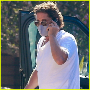 Gerard Butler Meets Up with Friends for Lunch
