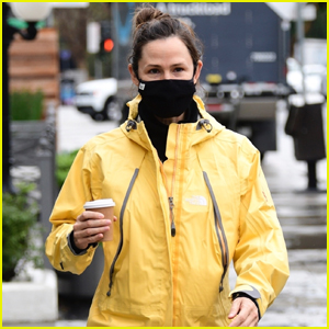 Jennifer Garner Braves the Rainy Weather for Coffee Run with a Friend