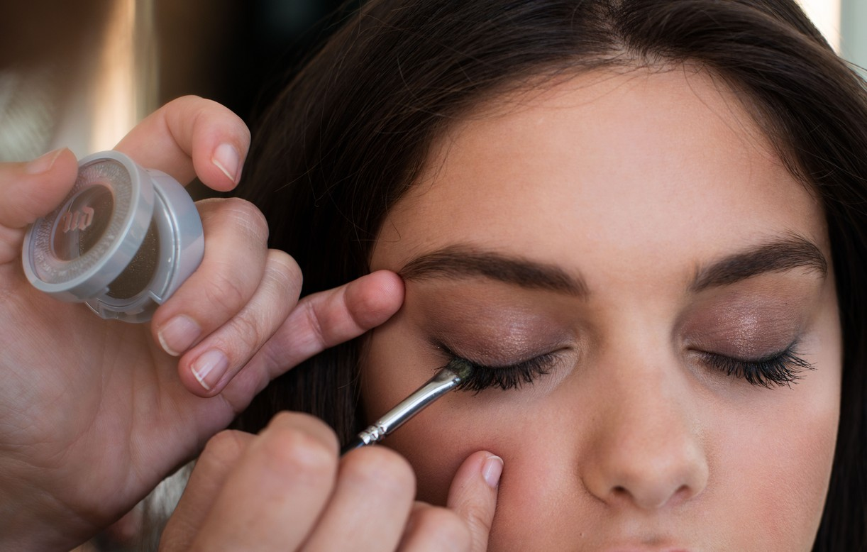 Odeya Rush Behind The Scenes getting mascara applied